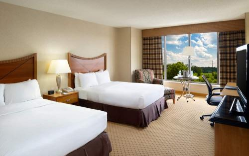 Double Guest Room at the Hilton Washington Dulles Airport Hotel